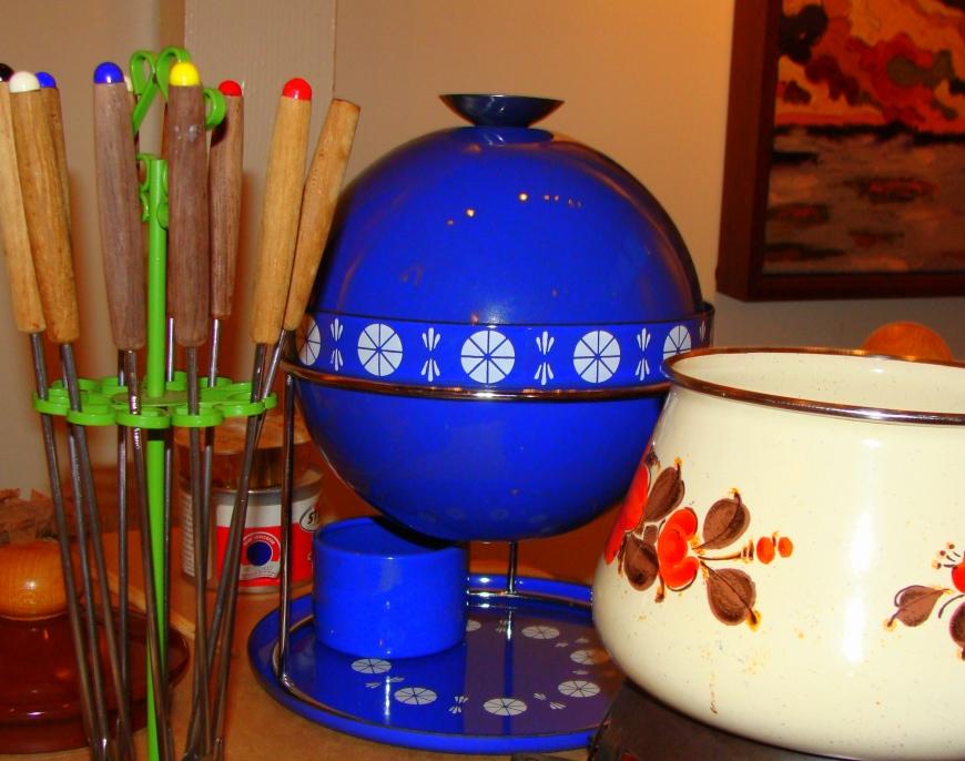 Classic fondue pots